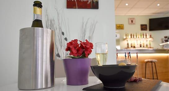 hotel cesenatico bar tavolo aperitivo
